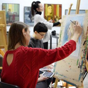 Мария рисует портрет
